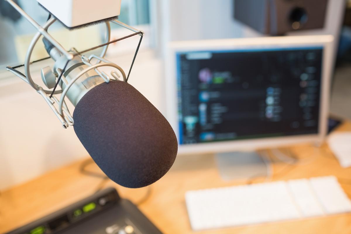 Sprecherin mit Mikrofon